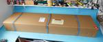 Arrivée du colis, avec un gros carton robuste pour assurer la protection durant le transport. Commandé un lundi matin, il était là le mardi midi.